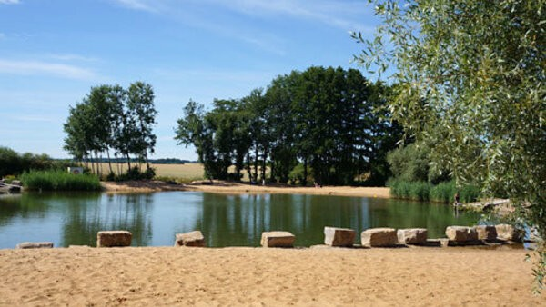 © http://www.frensdorf.de/seite/de/steigerwald/248/-/Naturbadesee.html