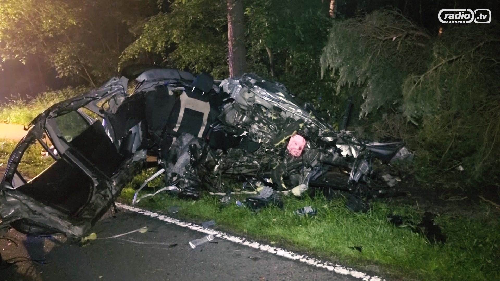 Tödlicher Unfall: Auto bis zur Rückbank aufgerissen | Radio Bamberg